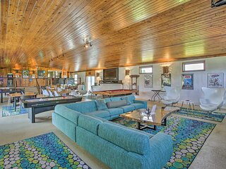 NEW! Retro House w/ 2 Hot Tubs, Pool + Tiny Home!