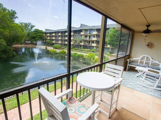 Park Shore Resort-newly renovated 2nd flr-master suite w/direct lanai access-inc