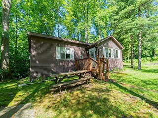 Getaway to Lewis' Cottage - Quaint, Cozy, and Nestled in the Trees