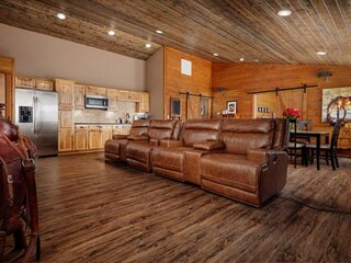 Wine and Country Vibes Throughout, Open Layout, Vaulted Ceilings, Sweet Media Se