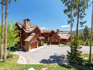 Fox Paw Lodge - Luxury Ski In/Out Chalet w/ Peak 8 Views!
