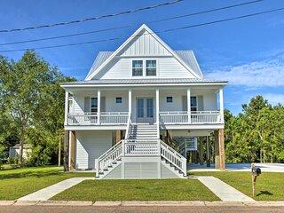 NEW! Coastal Waveland House 1/2 Block to Pub Beach