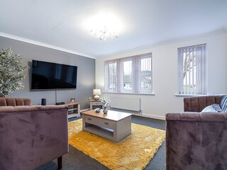 Spacious and Comfy 4bed with BT Sports on 65' TV