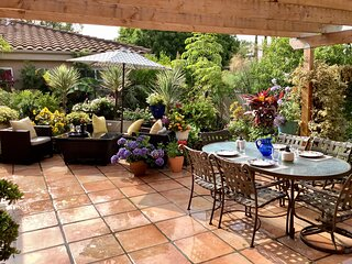 Large, executive home  in a Talmadge - San Diego.2 on site parking