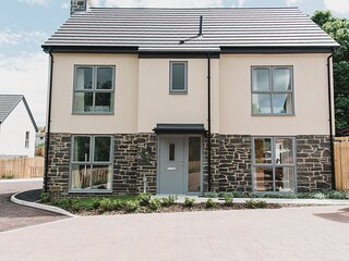 Contemporary four bedroomed holiday rental, Craster, garden pets, wifi, parking