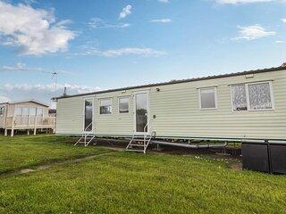 6 berth pet friendly caravan for hire near Clacton-on-Sea in Essex ref 26246E