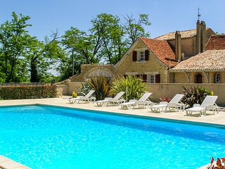 Stunning home in Gardonne with WiFi, Outdoor swimming pool and 4 Bedrooms (FAD35