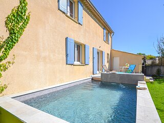 Nice home in Loriol du Comtat with WiFi and 3 Bedrooms (FPV579)