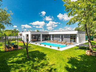 Awesome home in Zminj with Outdoor swimming pool, Sauna and WiFi (CIC988)