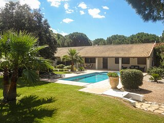 Amazing home in Vias with WiFi and 4 Bedrooms (FLH251)
