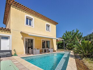 Beautiful home in Saint Raphael with WiFi and 3 Bedrooms (FCV581)
