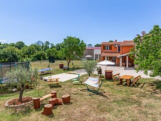 Beautiful home in Pula with WiFi and 2 Bedrooms (CIZ386)