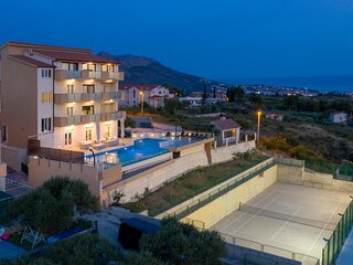 Amazing home in Mravince with Sauna, WiFi and 9 Bedrooms (CDE423)