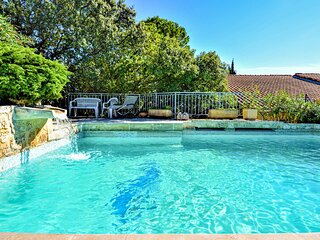 Awesome home in La Garde Adhemar with Outdoor swimming pool, WiFi and Outdoor s