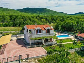 Nice home in Blato Na Cetini with WiFi and 5 Bedrooms (CDF984)