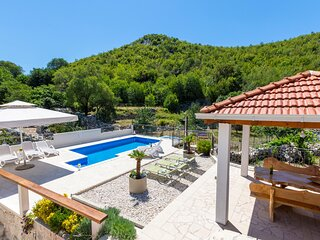 Amazing home in Blato na Cetini with WiFi and 4 Bedrooms (CDF508)