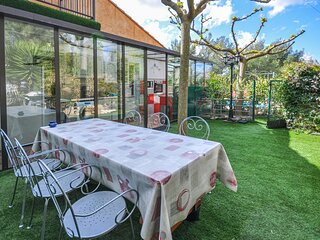 Stunning home in La Cadiere D'Azur with WiFi and 3 Bedrooms (FCV700)
