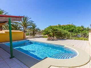 Awesome home in El Verger with 4 Bedrooms (EBL730)