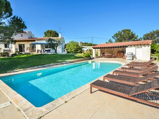 Stunning home in Nimes with WiFi and 5 Bedrooms (FLG371)