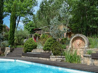 Nice home in Les Eyzies with Outdoor swimming pool, WiFi and 2 Bedrooms (FAD399)