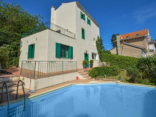 Amazing home in Sete with WiFi and 4 Bedrooms (FLH016)