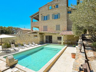 Beautiful home in Le Barroux with WiFi and 5 Bedrooms (FPV510)