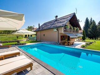 Three-bedroom apartment in Slunj (CCC140)