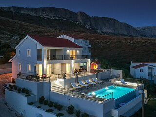 Amazing home in Kucine with Outdoor swimming pool, WiFi and 4 Bedrooms (CDC447)