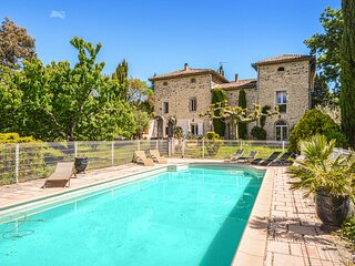 Stunning home in Saint-Ambroix with WiFi and 8 Bedrooms (FLG331)