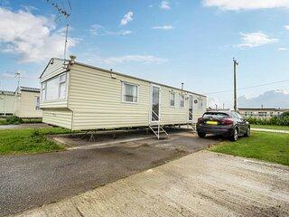 8 berth caravan for hire at Seawick Holiday Park in Essex ref 27424S