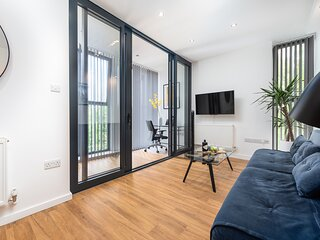 Modern Kingston Home close to Hampton Court Palace by UnderTheDoormat