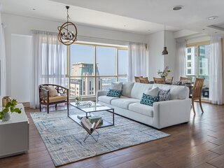 Upscale 2BR Apartment with Gorgeous Sea View