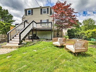 NEW! Charming Cottage with Deck < 2 Mi to Beach!
