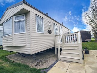 Spacious caravan for hire at Broadland Sands near Great Yarmouth ref 20186BS