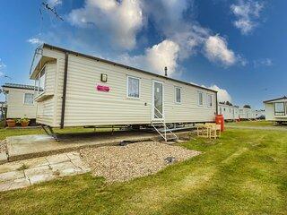 Great 8 berth caravan for hire at St Osyth Beach in Essex ref 28123GC