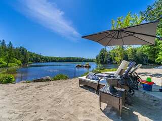 Simply Comfort. Lakeside Grizzly Lodge w/ Hot Tub, Sauna, Private Beach