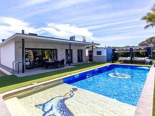 Catalunya Casas: Modern Vacation Paradise 'Villa Ainmi' on the Costa Brava!