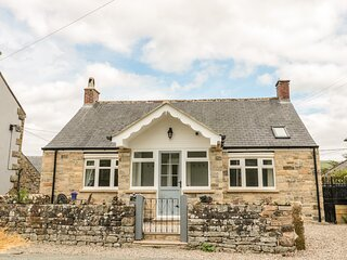 Fox View Cottage, with hot tub, Falstone