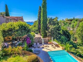 1353152 villa 3 bedrms plus indep.studio, beach 200 meters, heated pool 11 x 4.5