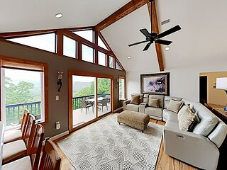 Cedarwood Getaway | Deck, Mountain Views & Luxe Interior | 10 Mins to Town