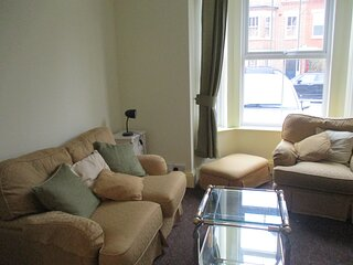 Delightful & comfy flat, quiet, central 10 mins from beach, 5 mins station