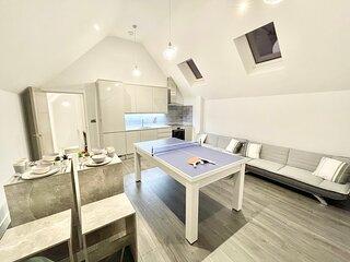 Penthouse Style Apartment - Pool Table - Netflix
