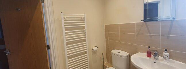 Modern Coach House with Private Entrance, 2 Bedroom, 2 Bathrooms & 2 Parking, location de vacances à South Ockendon