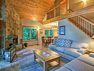 Wintergreen Resort Cabin w/ 2 Decks & Hot Tub!