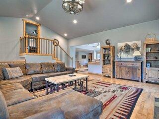 Estes Park House w/ Deck, Mtn Views & Hot Tub!