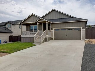 NEW HOME! Family Friendly, Large Private Backyard, Patio, Porch View of Mountain