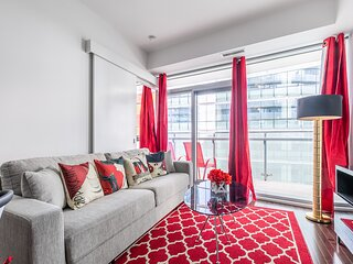 Simply Comfort. UV Disinfected Classy 1Br 32fl Downtown Apartment