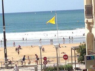 Studio 50m centre grande plage, vue latérale mer, tout  à pied, rues piétonnes,