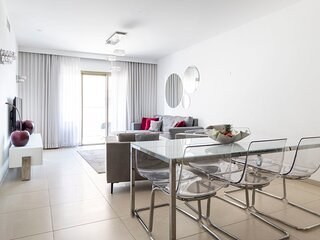 Stylish 2BR/Parking, View Over The City