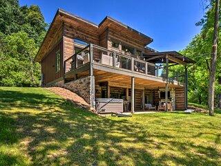 NEW! Chic Riverfront Cabin < 1 Mi to Dwtn Ellijay!